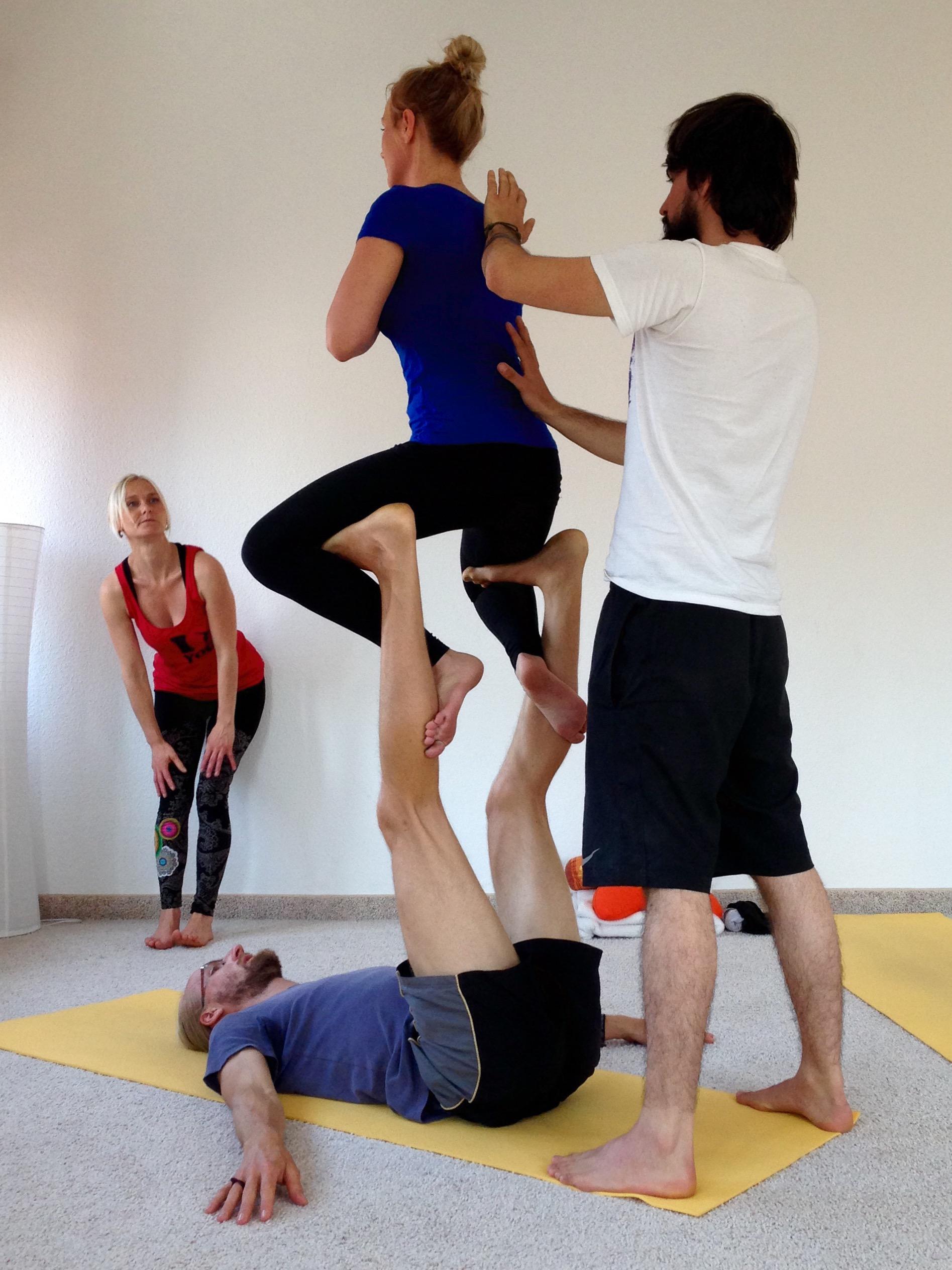 Akrobatik und Yoga/ Acroyoga | Cancer made me do it!