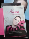 Nana der Tod trägt pink